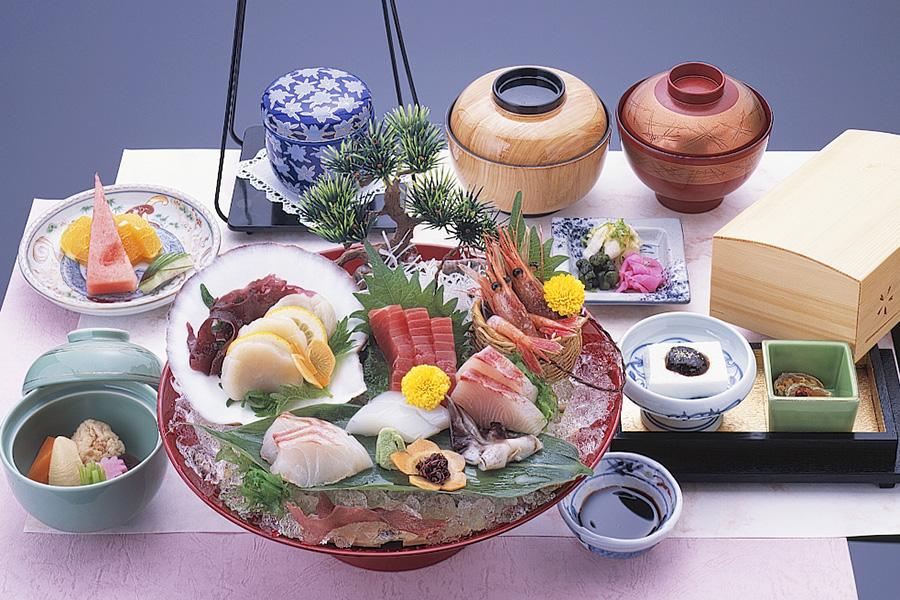 大鉢にたっぷりのお刺身を盛り付けた「お刺身御膳」
